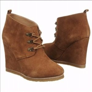 STEVE MADDEN Suede Wedge Booties